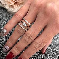 Кольцо серебряное с золотыми пластинами 375 пробы.Вставка -фианиты;по центру фианит размером 4 мм*4 мм.