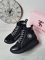 Женские зимние спортивные ботинки на платформе