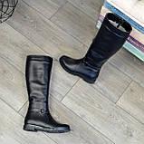 Демисезонные кожаные сапоги на низком ходу, декорированы ремешком, фото 7