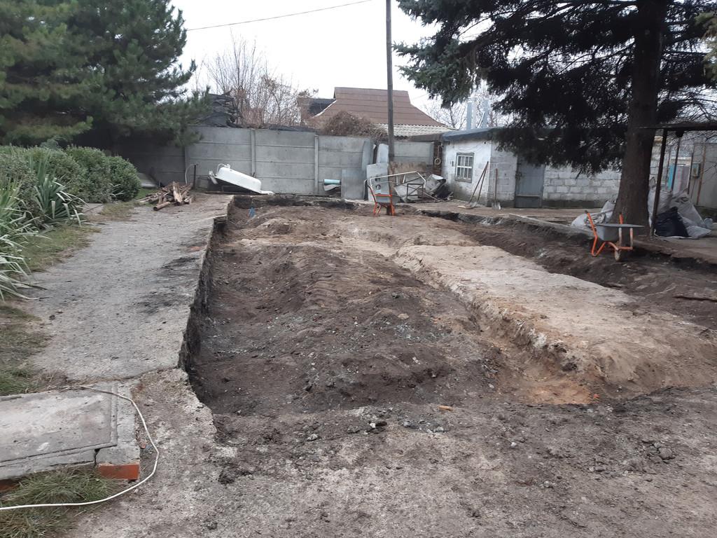 Всё, финиш. Местность готова для засыпки грунта, что и было выполнено через пару дней.