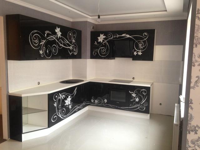 Угловая кухня, стекло с рисунком верх низ