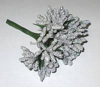 Веточки тычинок с листиками, серебристые