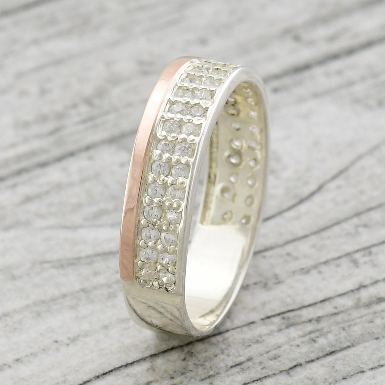 Серебряное кольцо с золотом Римма вставка белые фианиты вес 2.5 г размер 18