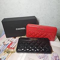 Женский кожаный лаковый кошелек клатч на молнии Chanel Шанель реплика