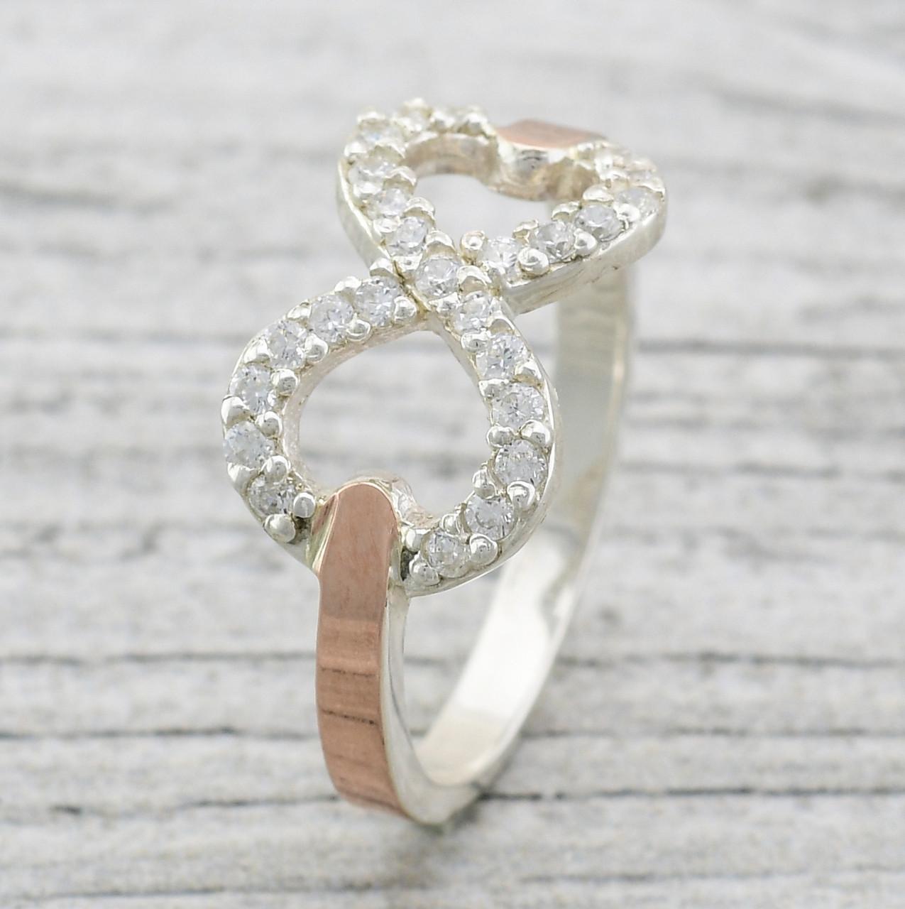 Серебряное кольцо с золотом Диор вставка белые фианиты вес 2.6 г размер 21