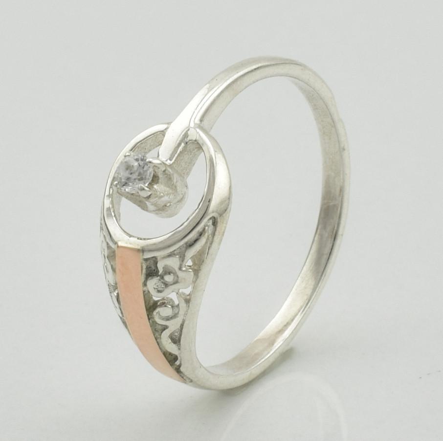 Серебряное кольцо с золотом Сюрприз вставка белые фианиты вес 1.53 г размер 19