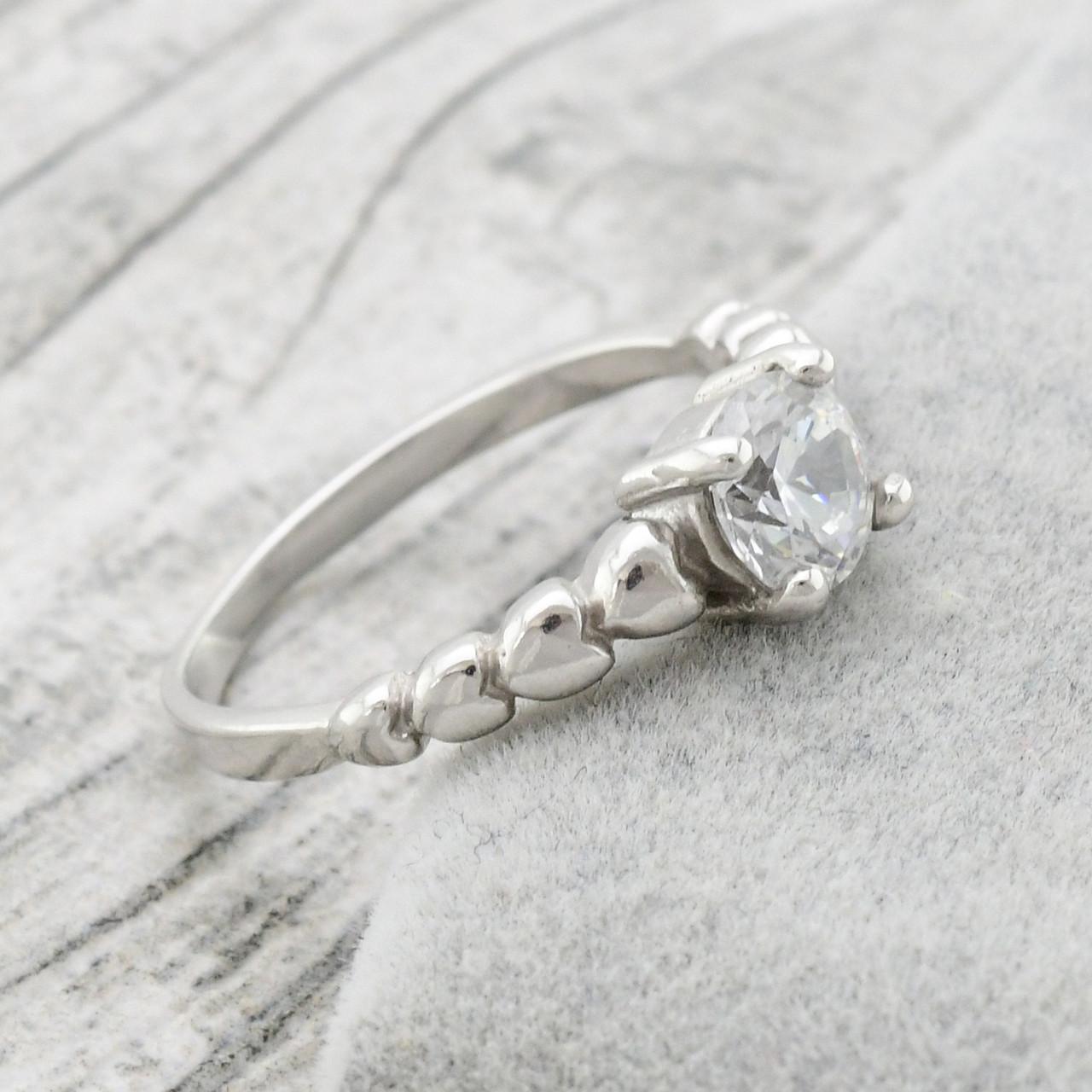 Серебряное кольцо Севилья вставка белые фианиты вес 2.27 г размер 18