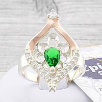 """Серебряное кольцо с золотой пластиной """"Мадрид"""", вставка зелёный фианит, вес 4.8 г, размер 17"""