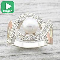 """Серебряное кольцо с золотыми пластинами """"Луиза"""", вставка иск. жемчуг, белые фианиты, вес 4.9 г, размер 20"""