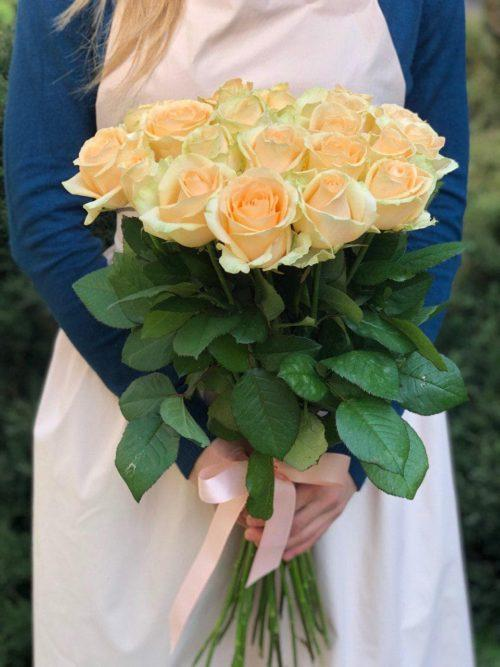 Букет  19 персиковых роз