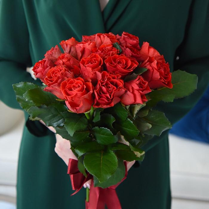 Букет 19 красных роз Эль торо