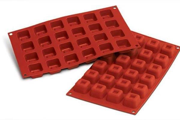 """Форма для десерта """"Small Square Savarin"""" 30х17.5х2.1см/384мл силиконовая Silikomart"""