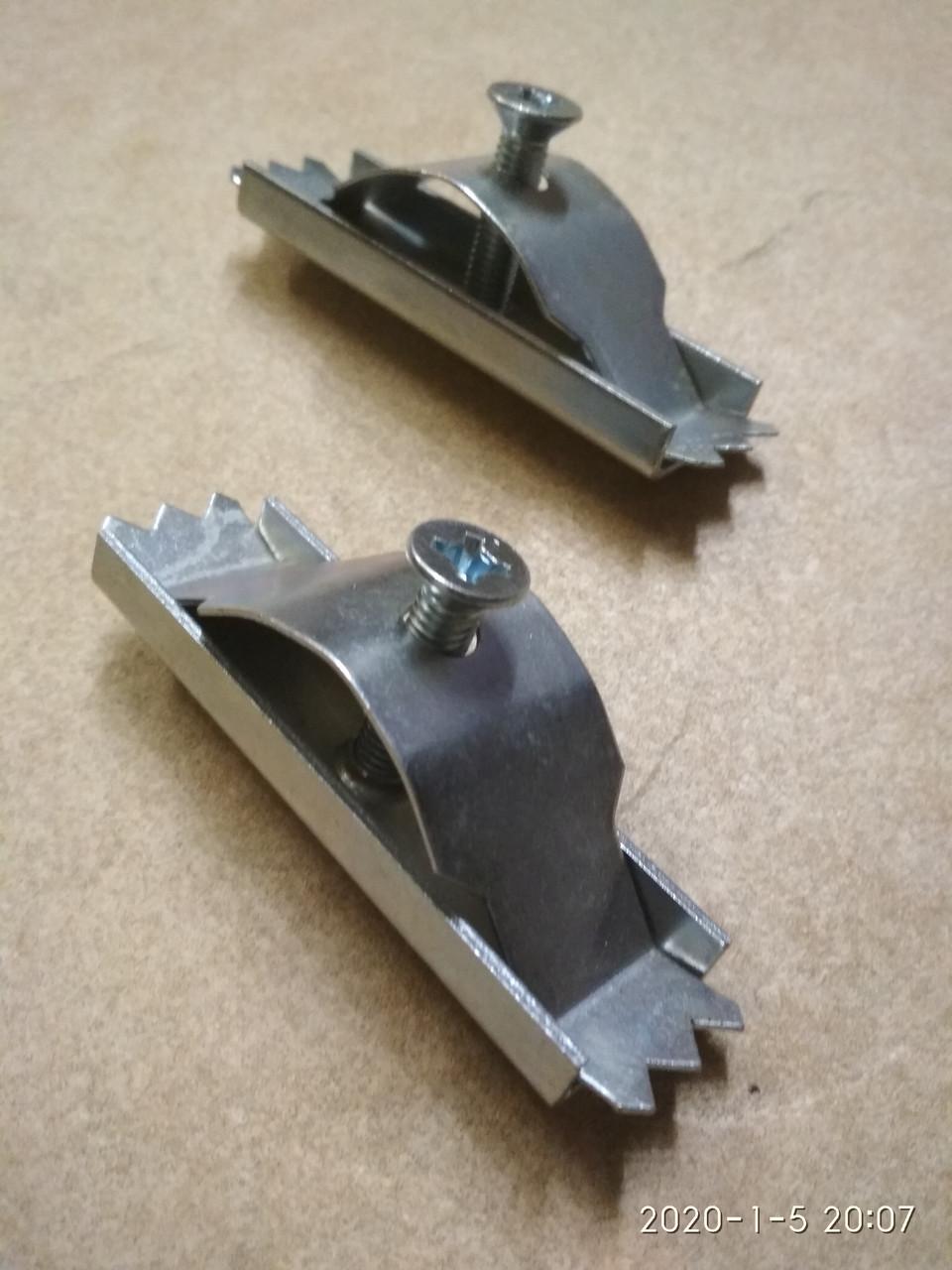 Крепление стальное оцинкованной и чугунной решеток к мелкому и глубокому полимеркомпозитным лоткам