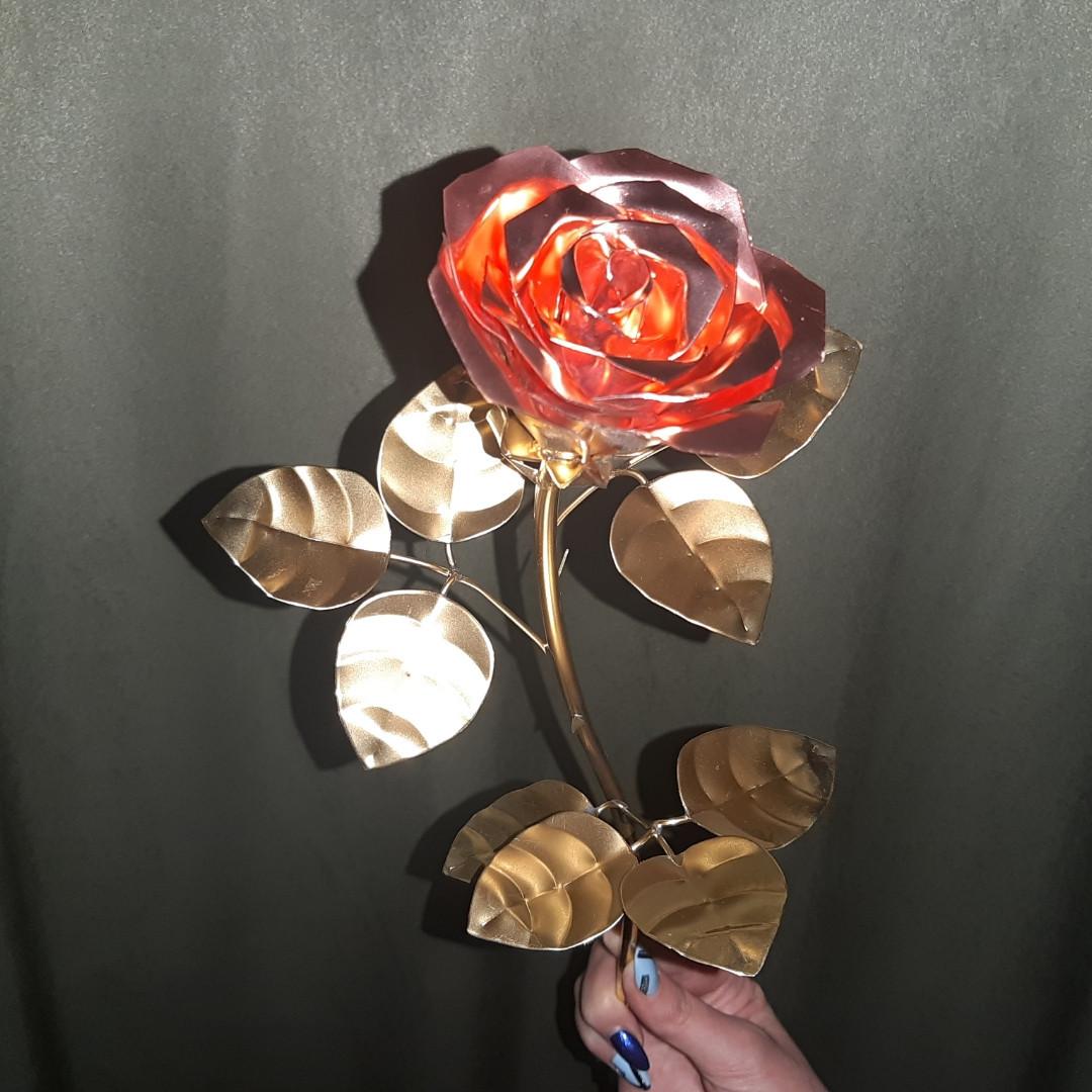 Роза из цветного металла