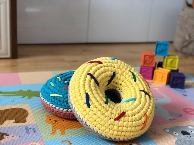 Пончик из трикотажной пряжи Бобилон. Набор-конструктор для вязания крючком