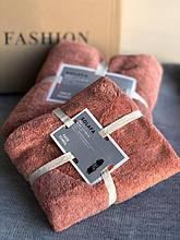 Красивый подарочный набор из двух розовых полотенец