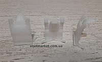 Крепление уплотнителя стеклаа Kia. ОЕМ: 8321922000, 83219-22001, фото 1