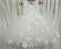 4.150 Нежное белое нарядное детское платье-маечка с бабочками на 4-5 лет