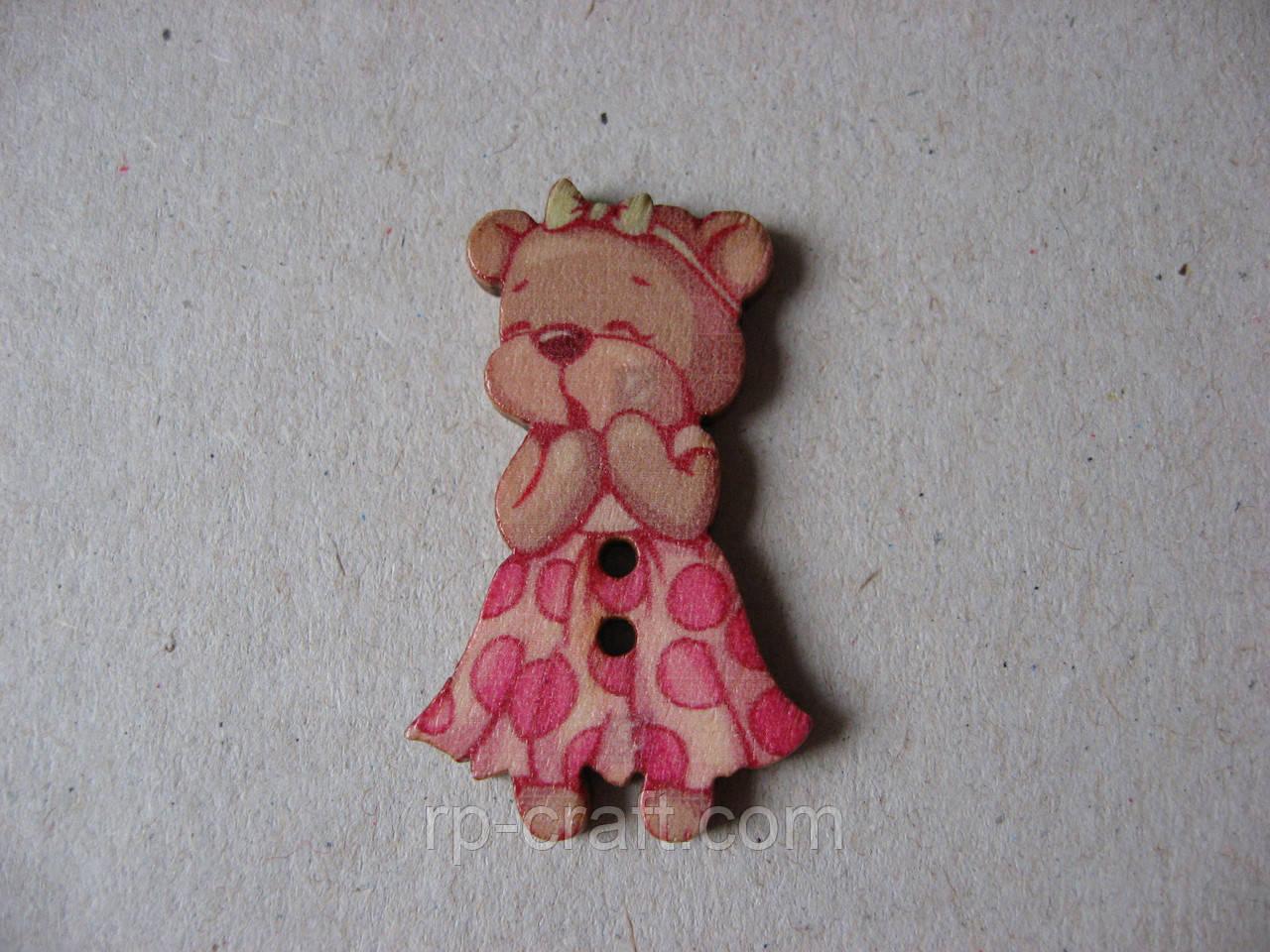 Гудзик дерев'яна яний, декоративний. Ведмежа в одежі, 21х34 мм