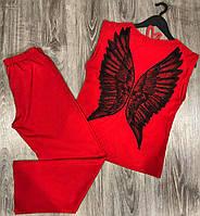 Красная пижама футболка и штаны с крыльями.