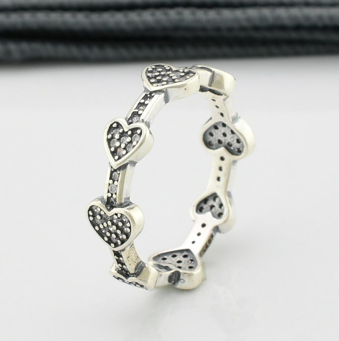 Серебряное кольцо ТС9510253 вставка белые фианиты вес 2.7 г размер 18.5