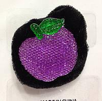 Велюровая резинка с яблоком в камнях (12шт), фото 1