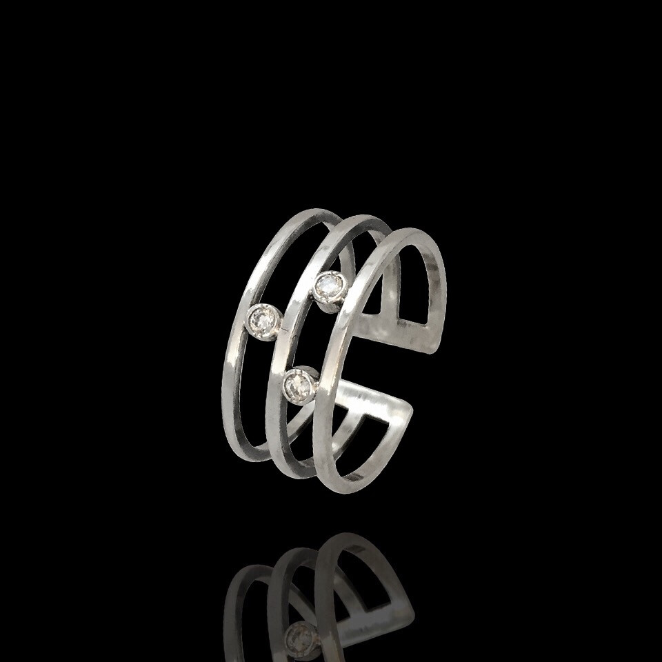 Серебряное безразмерное кольцо с фианитами