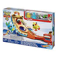 Игровой набор Hot Wheels История игрушек 4 Disney Pixar Toy Story Buzz Lightyear Carnival Rescue GCP24