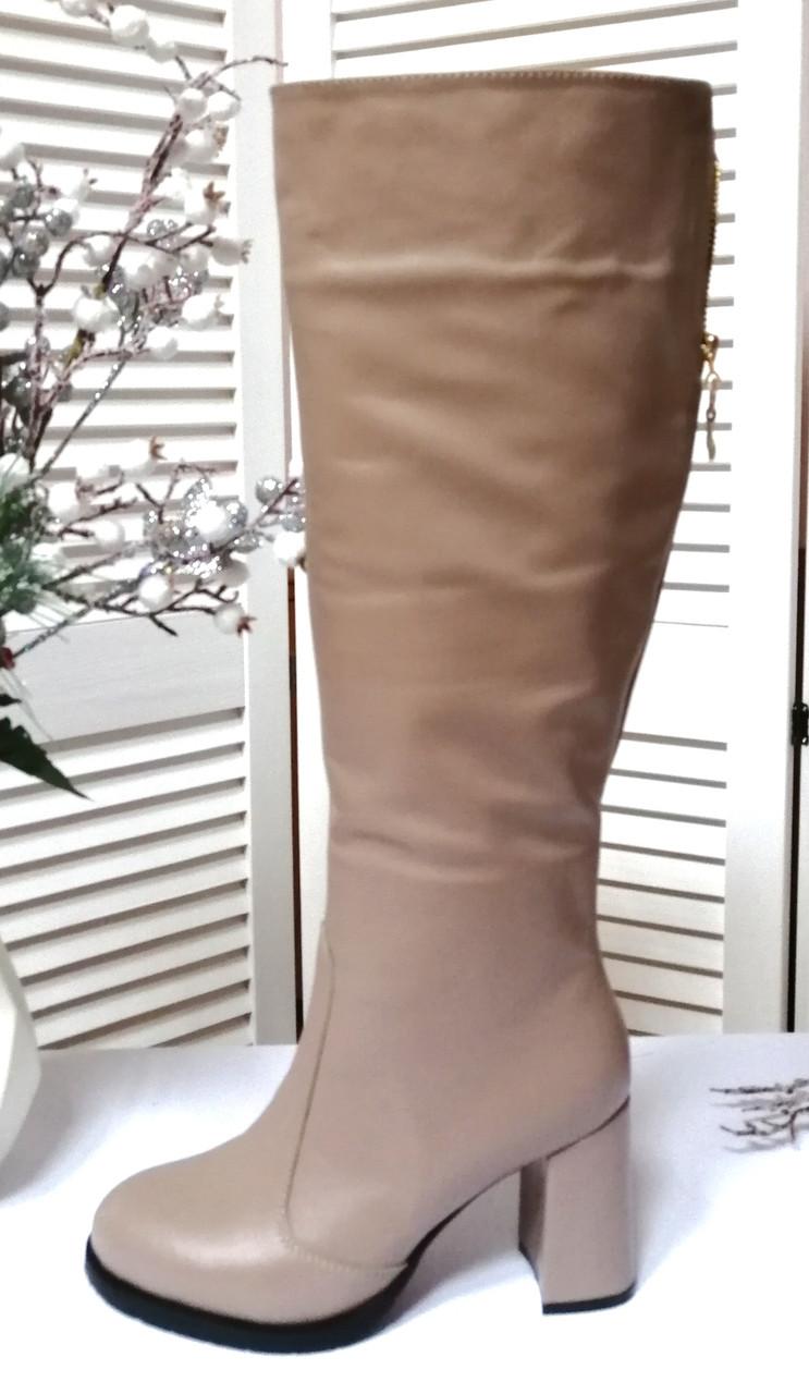 Бежеві шкіряні чоботи на високих підборах