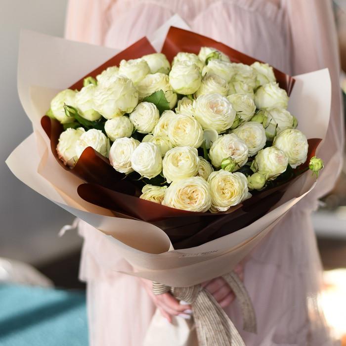 Букет из 9 веток кустовой розы