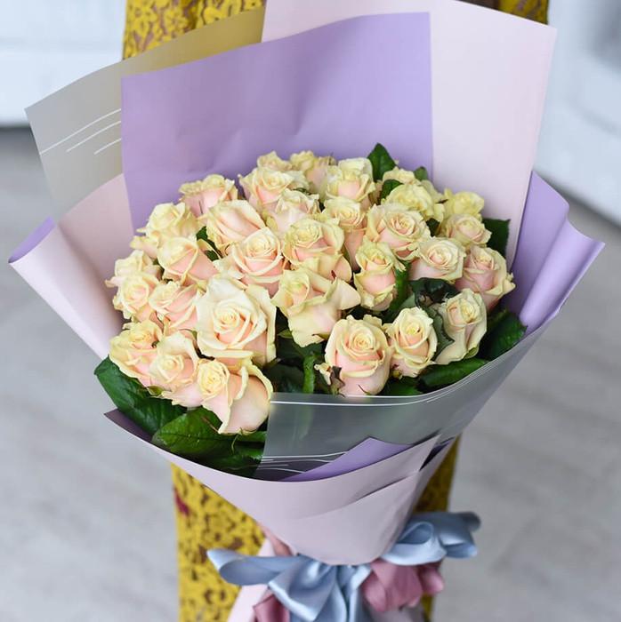 Букет из 35 персиковых роз Талея
