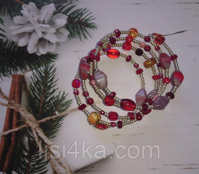 Браслет на жесткой основе из чешского бисера и стекла серебристо-красного цвета