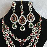 Индийские  украшения к сари, под золото с  красными и зелеными камнями, набор тика, серьги, колье ., фото 2