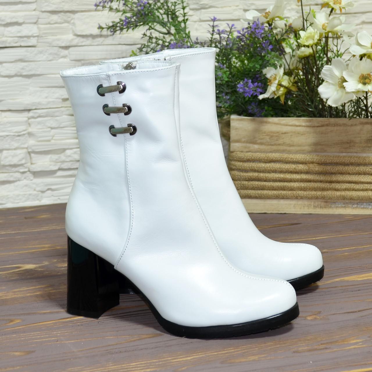 Ботинки белые кожаные на высоком устойчивом каблуке