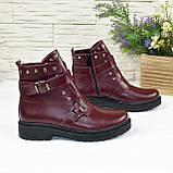 Ботинки кожаные на утолщенной подошве, декорированы ремешками и заклепками, цвет бордо, фото 3