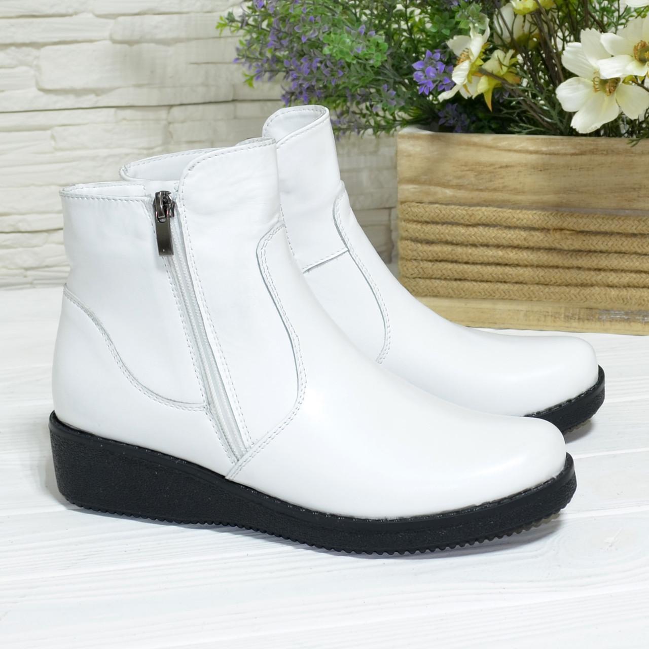 Ботинки женские кожаные на невысокой танкетке, цвет белый