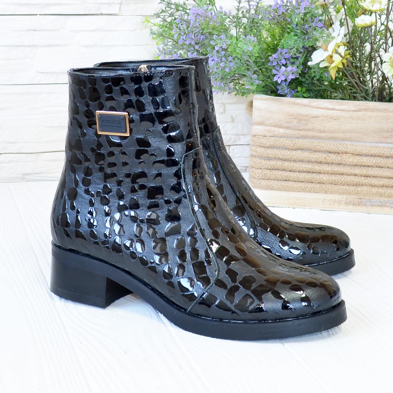 Ботинки женские кожаные на невысоком каблуке, декорированы фурнитурой
