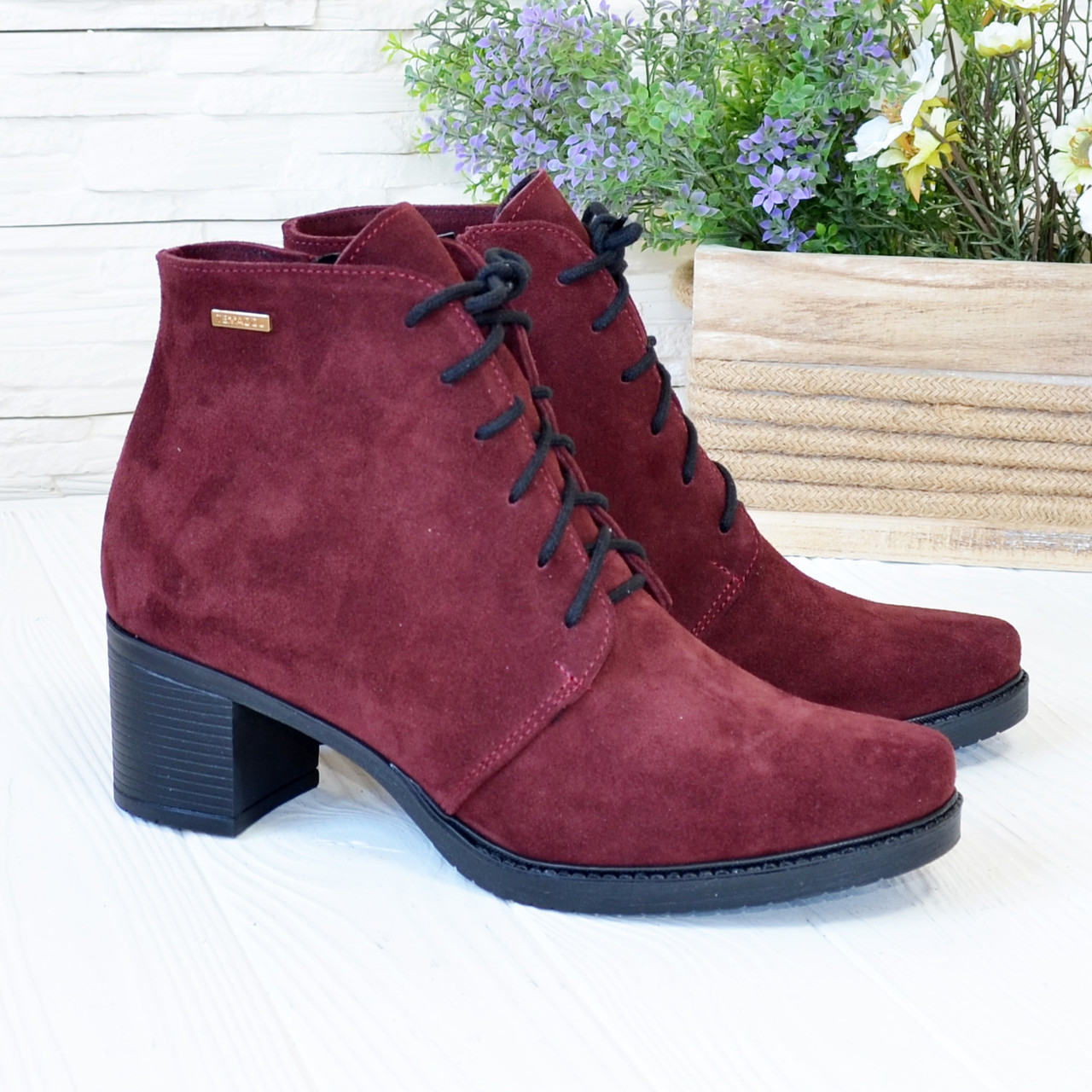 Ботинки замшевые женские на невысоком каблуке, цвет бордо