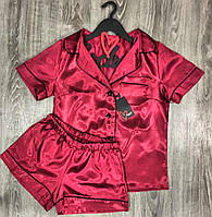 Бордовая атласная пижама с кантом рубашка и шорты.