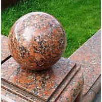 Шар из натурального камня красного цвета