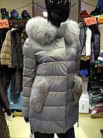 Красивый зимний пуховик-куртка из экокожи ZL.YA (ZLLY)  с натуральным мехом песца цвета жемчуг