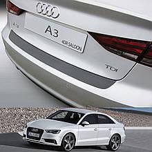 Пластикова захисна накладка на задній бампер для Audi A3 / S3 4Dr сєдан 2013+