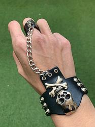 """Готическое украшение. Кожанный браслет - с цепочкой и """"перстнем"""""""