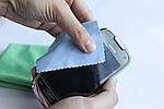 7 вещей, которыми не стоит чистить смартфон
