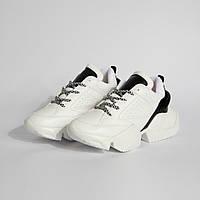 Женские кроссовки черно-белые