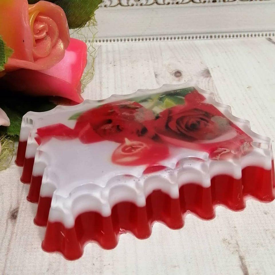 """Глицериновое мыло ручной работы """"Роза со свечой""""."""
