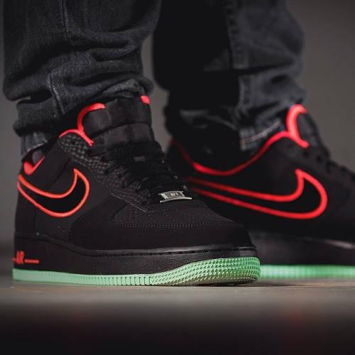 Мужские кроссовки Nike Air Force на ноге