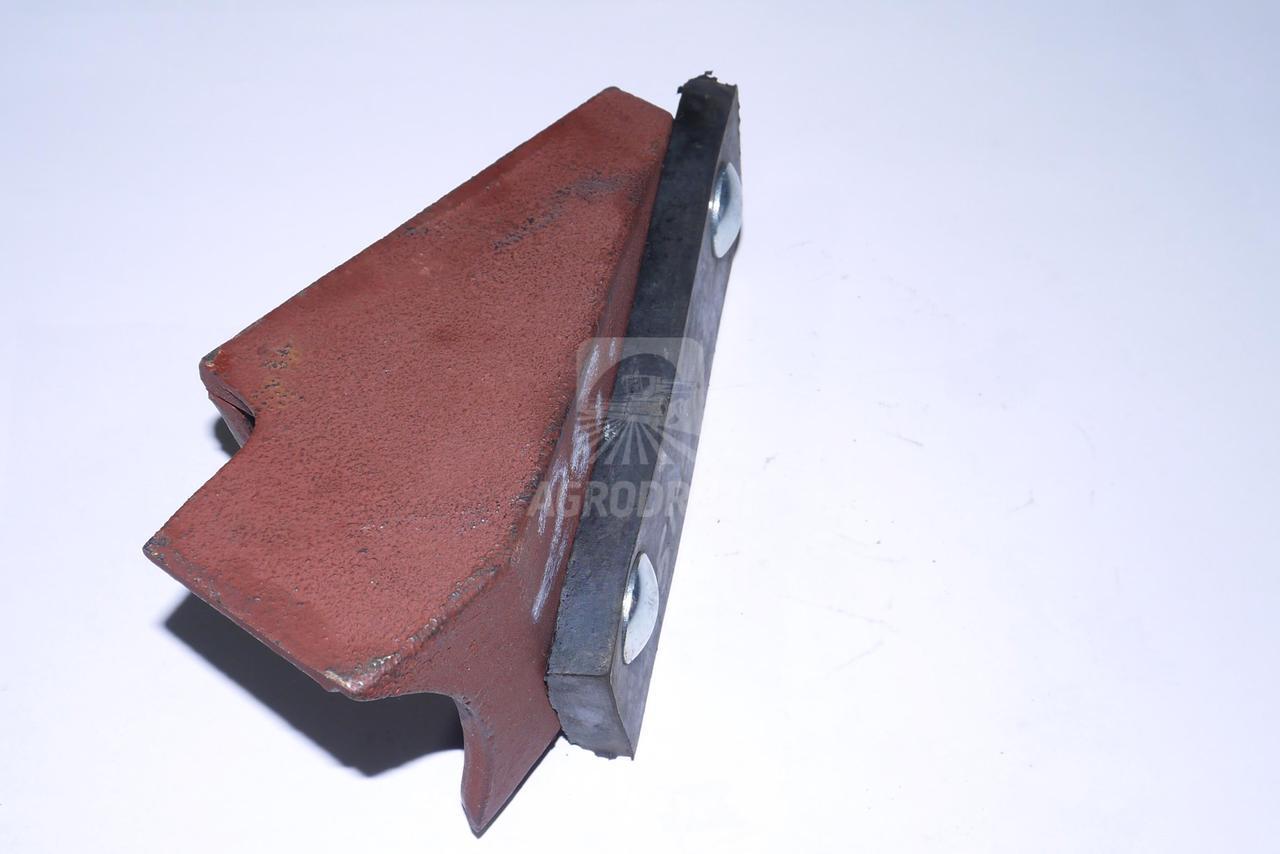 Очищувач ролика транспортера зілля правий 5644/51-018/0