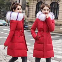 Красивое женское зимние пальто с воротником из эко меха и регулятором на талии