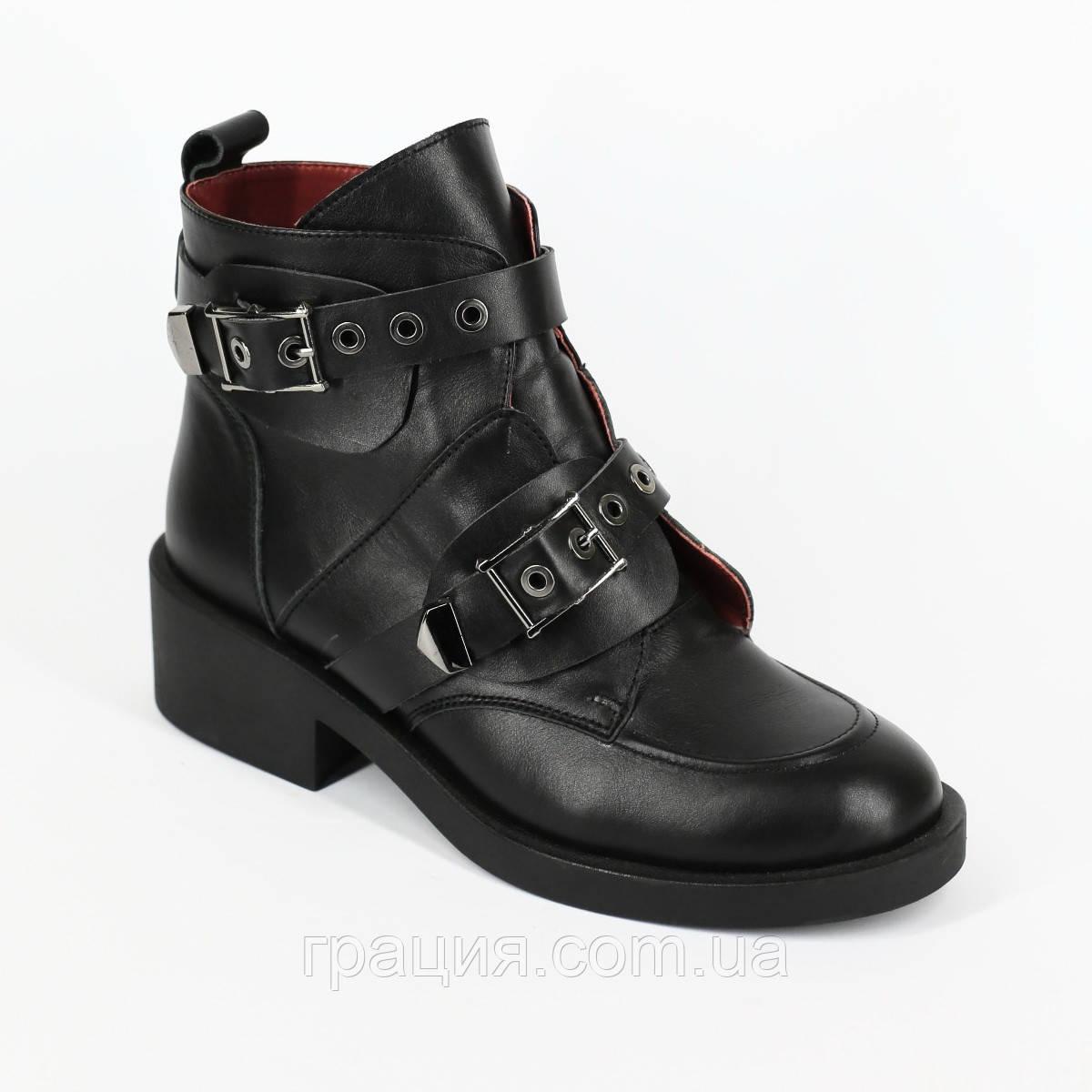 Стильные молодежные кожаные зимние ботинки с пряжками